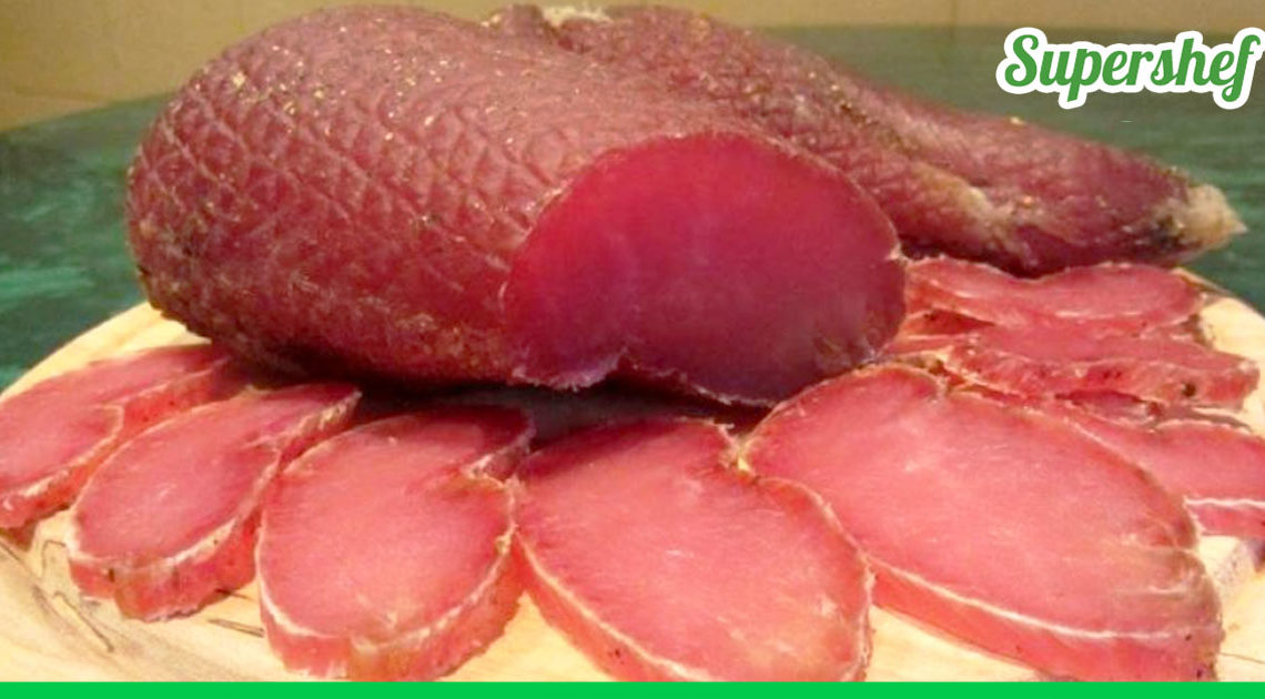 На каждом празднике мое вяленое мясо домашнего приготовления улетает со стола первым