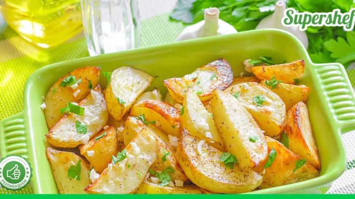 Можете запекать без мяса — получится не менее вкусно! Картошка по-гречески